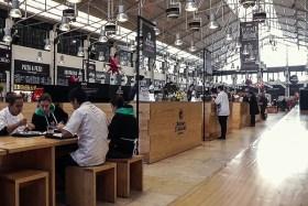 Video: Der normale Markt und der Time Out Markt in Lissabon in Portugal