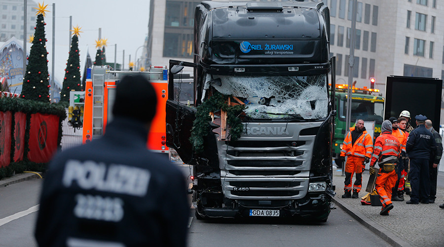 Berlin police detained 'wrong man,' truck attacker still at large, armed – reports