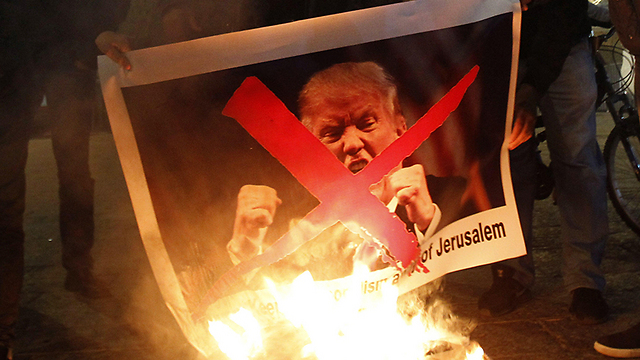 Palestinians burning Trump pictures protesting his intention to recognize Jerusalem as Israel capital