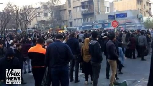 Video: Iranians are risking their lives to bring freedom to Iran