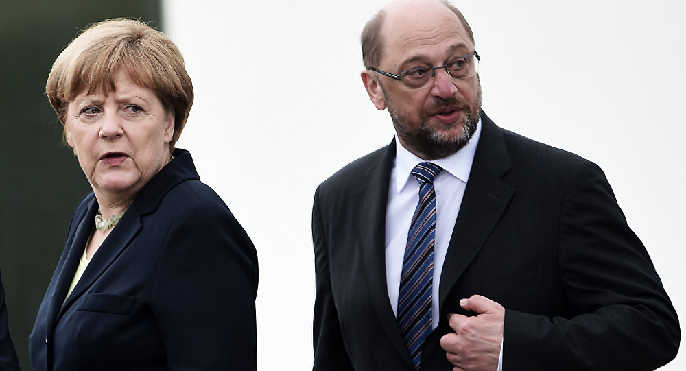 Ahead of Crucial Coalition Talks, Merkel's and Schulz's Ratings Hit Rock Bottom