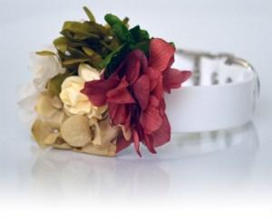 collar con flores para perros en bodas