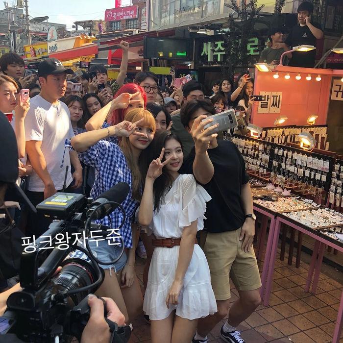 ảnh idol Kpop chụp với fan