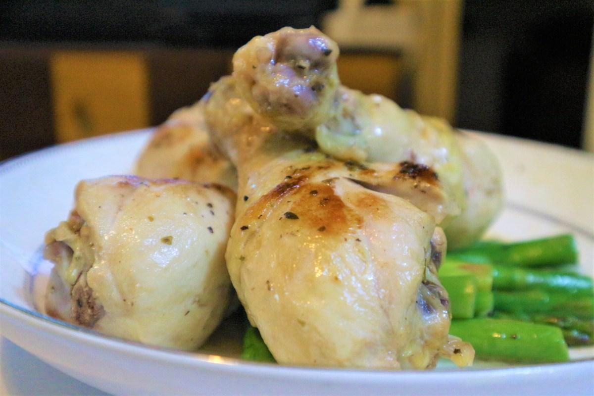 家常食譜:香煎雞腿 (香草、檸檬汁、牛油、白酒、露筍)