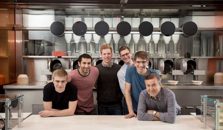 Spyce el primer restaurante del mundo con una cocina robotizada.