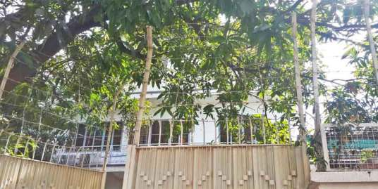 Near Lucky Super Market  |  Villa For Sale