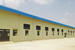 R-LD030071-rent-warehouse-beside-view