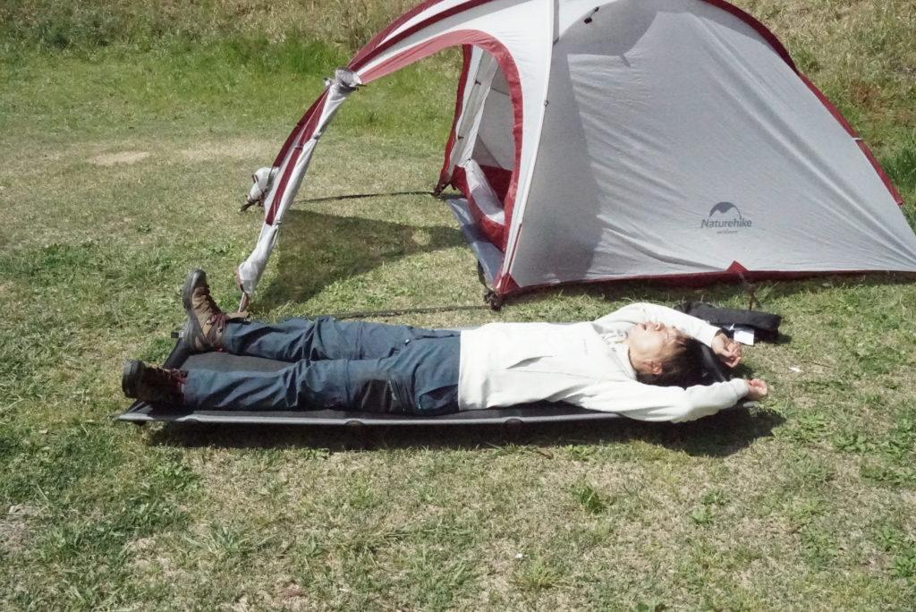 日本一周に必要なモノ コット 折り畳み式の小型ベッド キングキャンプ 国際デザイン大賞を受賞