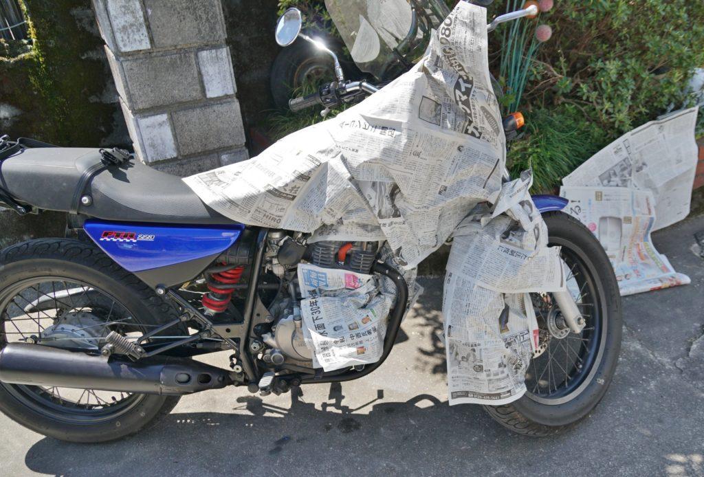 バイクのマフラー塗装 新聞紙でマスキング作業 SOFT99耐熱ペイント HondaFTR223