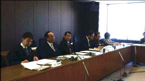 平成27年2月20日札幌市議会財政市民委員会の委員席。一番左が金子。写真提供:やまと新聞社