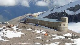 Bethlemi Hut - Вифлеемский приют - бывшая метеостанция. Высота 3653 метра