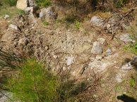 Воронка, образовавшаяся от удара камнем о землю