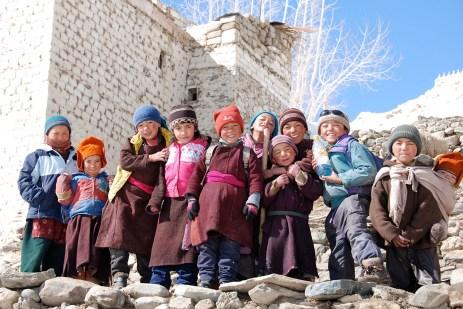 冬のカルシャの子供たち