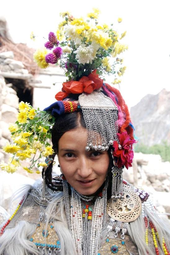 盛装した花の民ドクパの女性