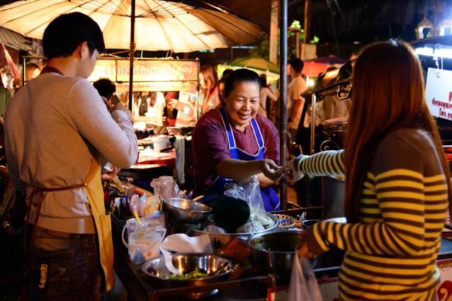日曜夜のマーケット、チェンマイ