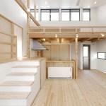 キッチン上部にロフトがあるリビング空間!
