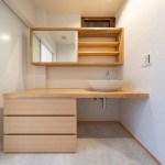 天板にタモの集成材を使用した造作家具