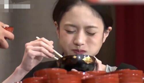 小原尚子(大食い)が細いのは摂食障害で過食嘔吐のせい?彼氏や整形についても!