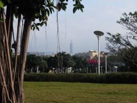 Vue de Taipei 101 depuis le parc.