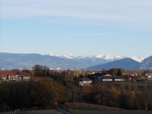 Au loin, les Alpes
