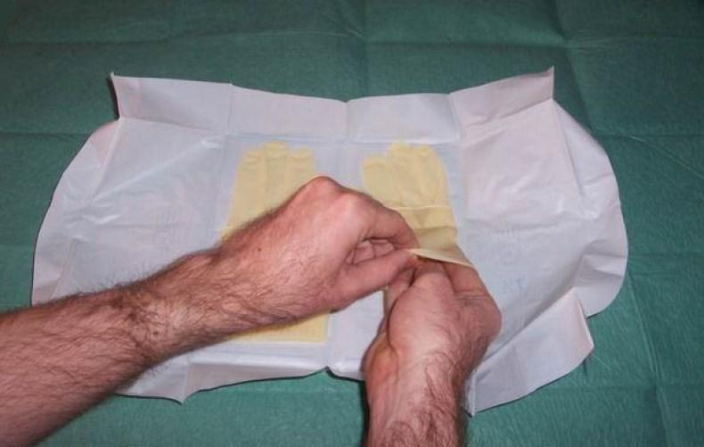 Pasos para la colocación de guantes estériles5