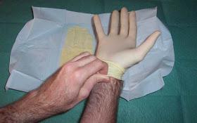 Pasos para la colocación de guantes estériles6