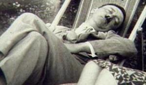 adolf-hitler-sleeping