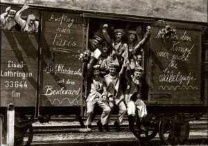 Soldados alemanes en tren hacia París.