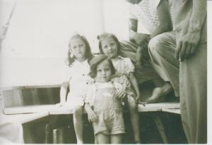 PILAR,MARY Y ADELANTE FOPIS 1947