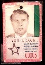 Wernher_von_Braun_-Identificación en el Arsenal Redstone, Alabama.