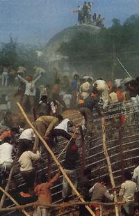 הורסים את איודיה, 1992