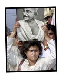 המהטמה? אתם בטוחים שהוא היה הודי? בצילום: הפגנה לטובת הרמוניה אתנית בעיר קולקאטה (כלכתה)