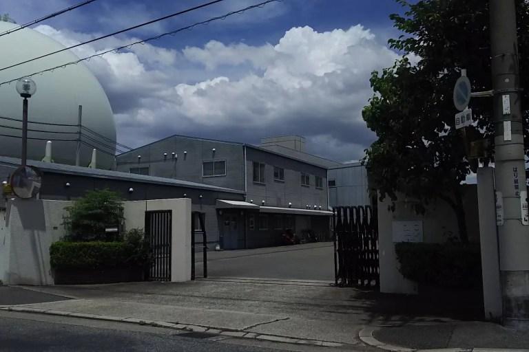 大阪ガス株式会社 駐車場入り口 門