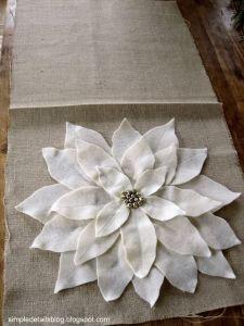 cojin flor de pascua