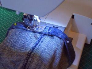 truco para coser los dobladillos de los vaqueros