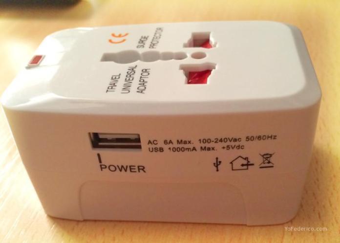 Adaptador de enchufes internacionales con USB