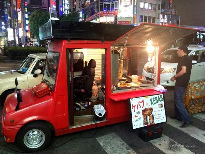Kebab al paso en Shinjuku, Tokyo