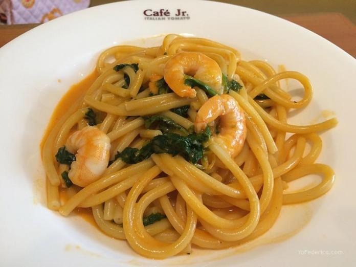 Spaghetti con langostinos en Italian Tomato Cafe JR, Tokyo, Japon