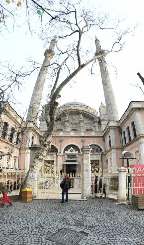 La mezquita de Ortaköy en Estambul 1