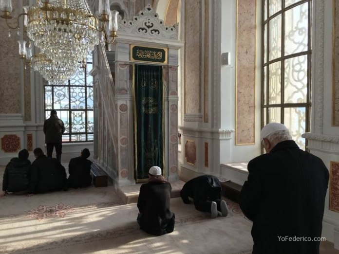 La mezquita de Ortaköy en Estambul 10