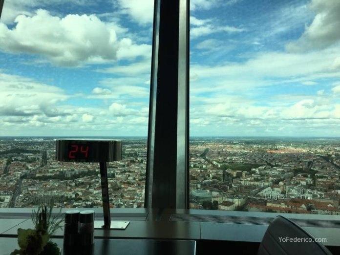 Subimos a la Torre de TV de Berlín 12