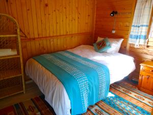 Suleymans_Garden_cabin_turquoise