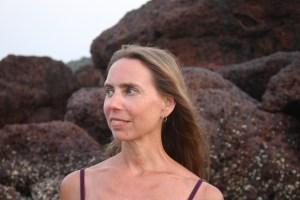 Dr. med. Wiebke Mohme ist eine absolute Koryphäe und Persönlichkeit in der Medizin. Insbesondere ist sie spezialisiert auf Ayurveda & Yoga. Jeder Mensch, der sich ganzheitlich behandeln lassen möchte ist bei ihr willkommen. Ganzheitlichkeit ist bei ihr gekoppelt an ein gut fundiertes medizinisches Wissen.