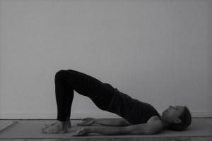 Für viele Yoga Asanas ist das Aufwärmen äußerst wichtig. Auch um die Yogapraxis sicher & für den Körper gesund auszuüben! Dies alles und noch viel mehr lernst Du in der Yogalehrer Ausbildung mit Wiebke.