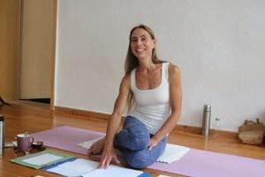 Dr. Mohme ist eine sehr authentische, mitfühlende & qualifizierte Yogalehrerin. Weil Wiebke Mohme viele verschiedene Yogaausbildungen selbst durchlaufen hat, weiß sie worauf es wirklich ankommt. Sie kann Dich in allen Bereichen des Yoga & auch des Lebens unterstützen. Dies ist eine Besonderheit ihrer Yogalehrer Ausbildung, genauso wie das fundierte & qualifizierte Unterrichten von medizinischem Wissen.