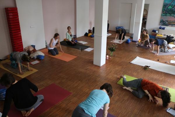 Yoga & Cure bietet in Bälde auch eine BDY Yogalehrer Ausbildung an. Wenn Du uns eine E-Mail sendest informieren wir Dich zeitnah. Lass Dich qualifiziert im Yoga ausbilden. Fundiert und medizinisch!