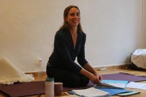 Bei Yoga & Cure findest Du medizinisch fundierte & gleichzeitig ganzheitliche Yoga Ausbildungen. Dies ist sehr einzigartig in der Berliner Yogalandschaft. Erlebe Dr. med. Wiebke Mohme live im Yogaunterricht.