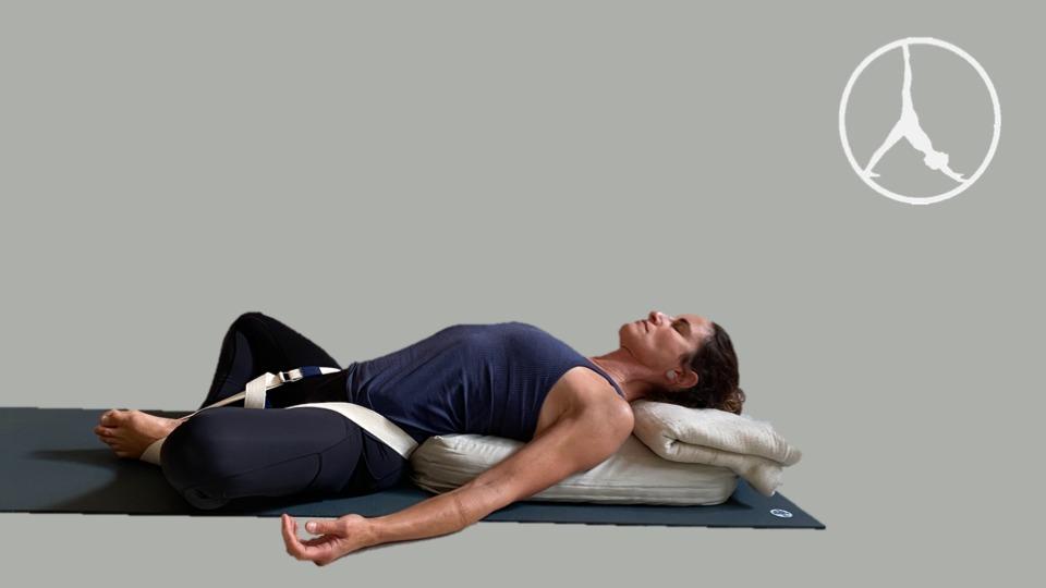 Restorative yoga for stress (45 min – Level 1)