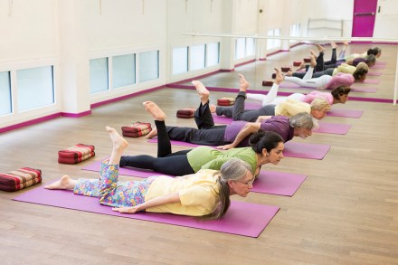 Cours Yoga debutant doux hatha exercices posture yogamanjali filla brion Paris 20