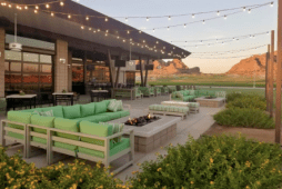 Lous Bar & Grill in Papago Park